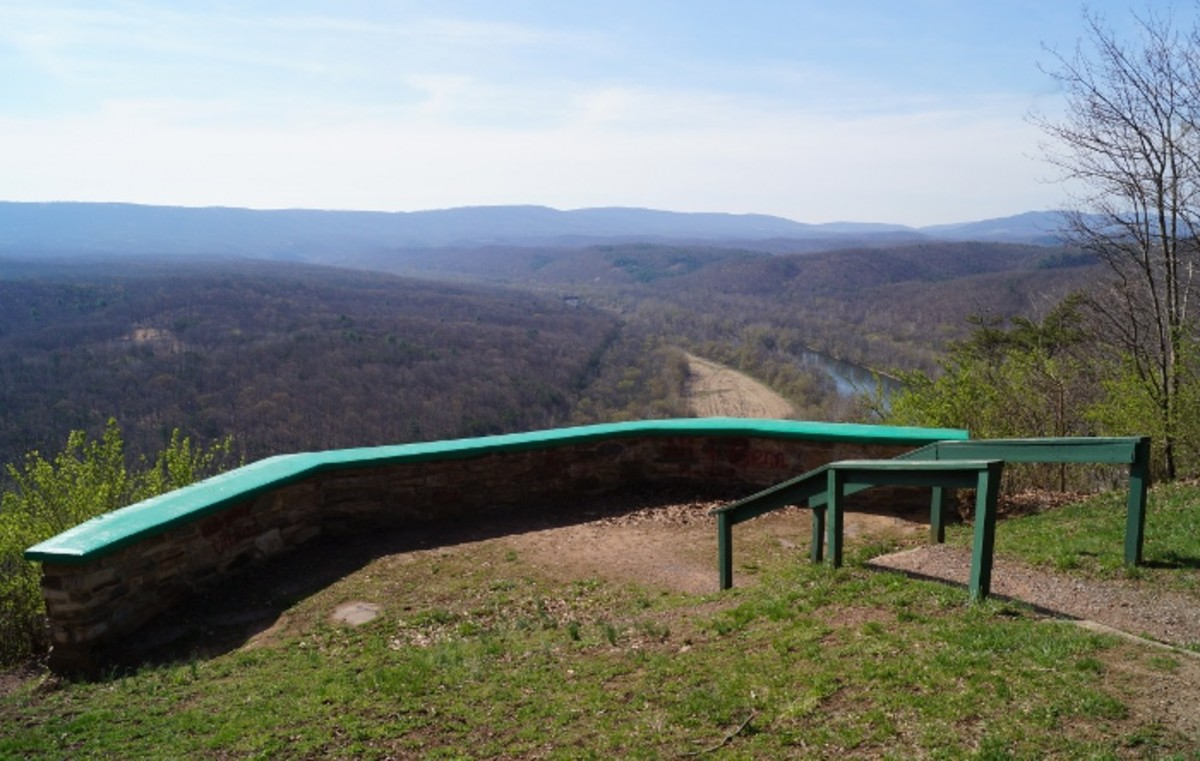 The overlook that is above the Potomac River.