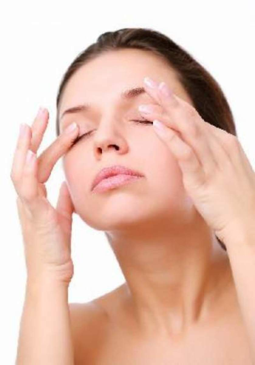 What causes puffy eyelids?