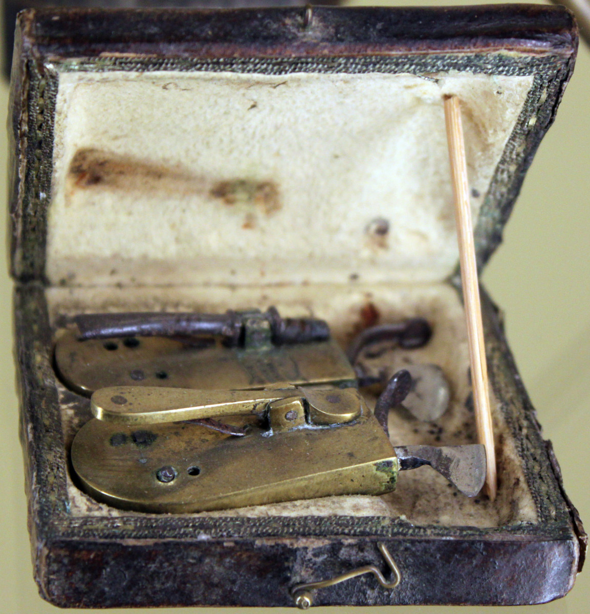 Blood-letting Kit of a Barber Surgeon - Men frequently had the dual-job of cutting hair and curing minor ailments in the Middle Ages