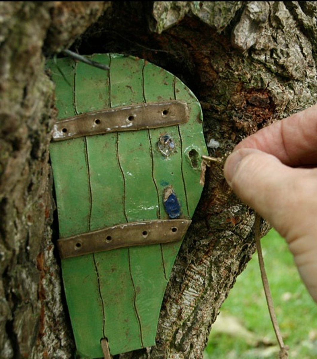 Enchanted entryways elf houses and fairy doors hubpages for Real fairy doors
