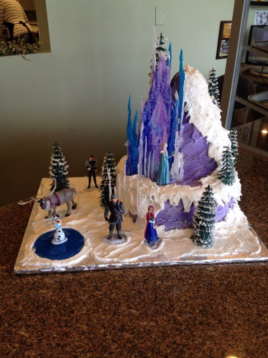 A very beautiful Frozen themed birthday cake