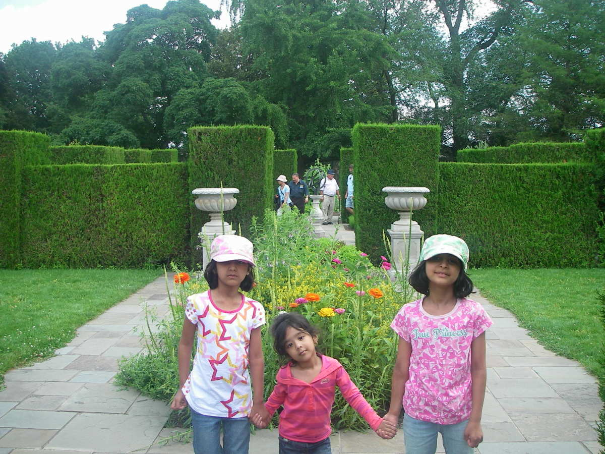 Young nieces hiked all the way along the Niagara Parkway to the Botanical Gardens.