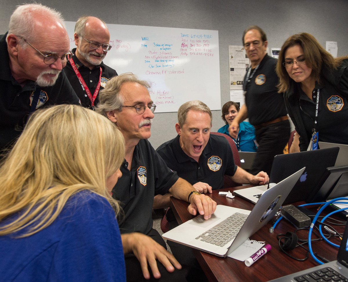 Dr. Alan Stern, New Horizon's Principal Investigator, and science team react to first flyby photo.