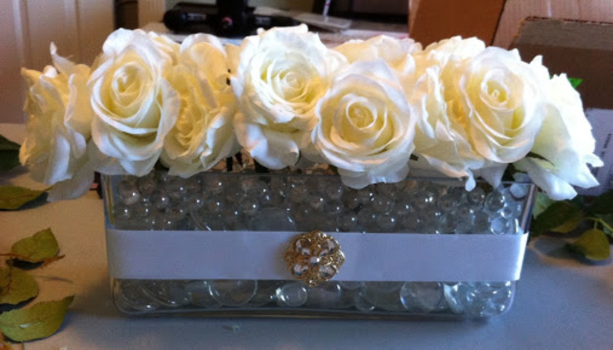 Keep the theme golden for 50th Wedding Anniversary