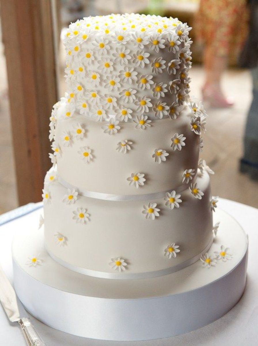 Golden themed cake, for your parents Golden Anniversary celebrations