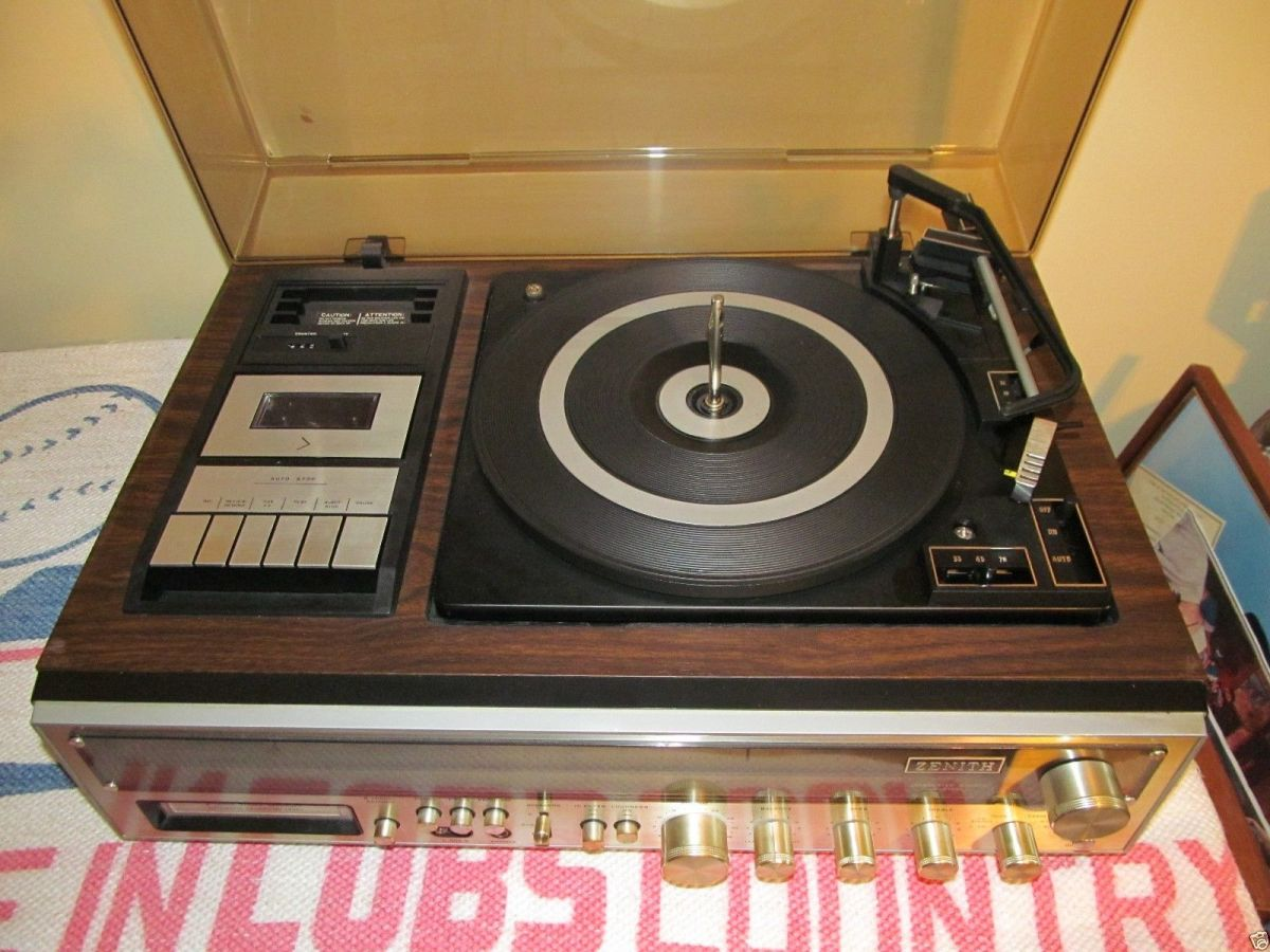 The Zenith Integrated Stereo System Model  IS-4041