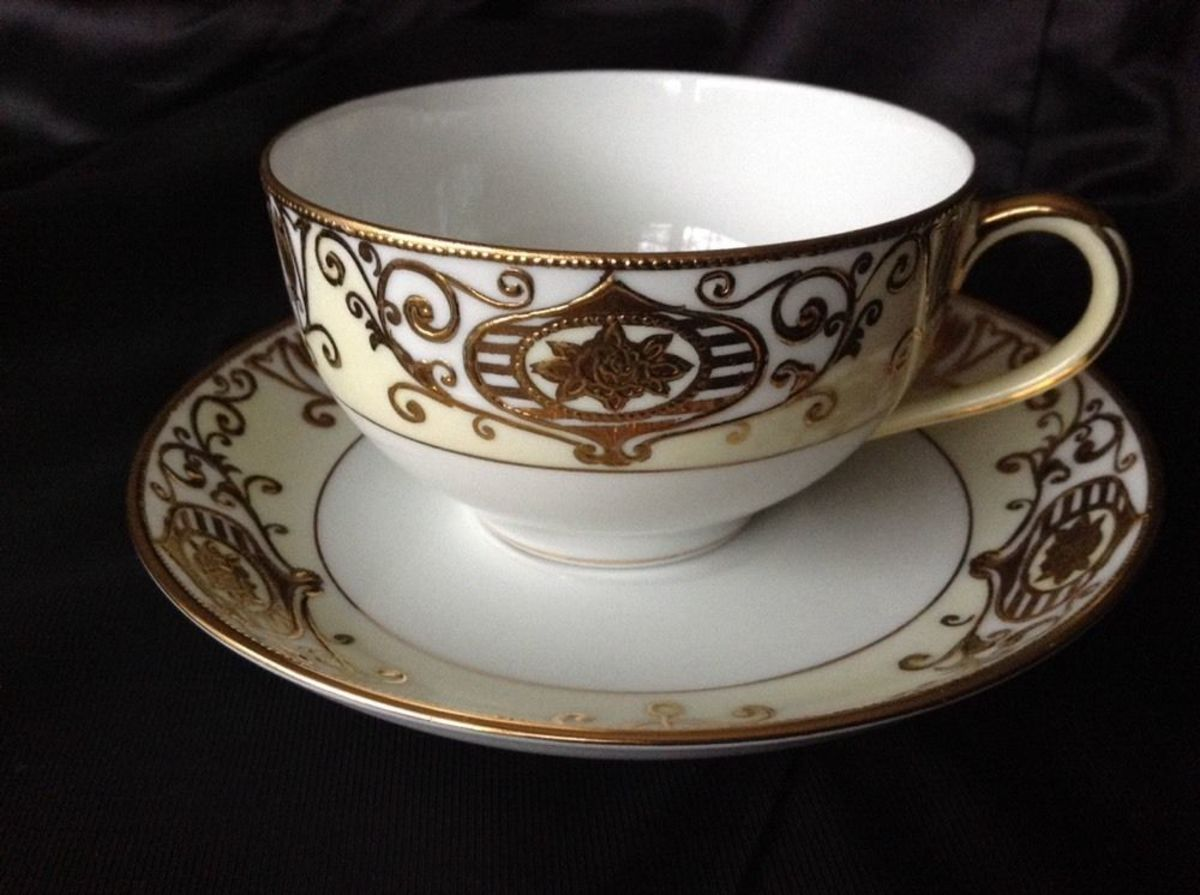"This is a beautiful #175 ""Christmas Ball"" cup and saucer by Noritake. As you can see the condition is excellent, with no cracks, chips, scratches, crazing, or cut marks."