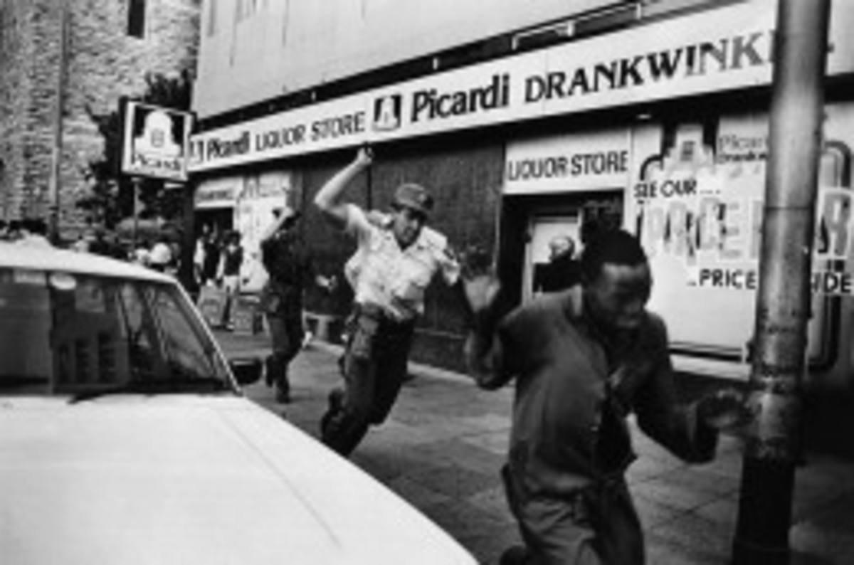Police attack demonstrators in central Johannesburg on the day that ANC fighter Benjamin Moloise was hanged. October 1985, Johannesburg