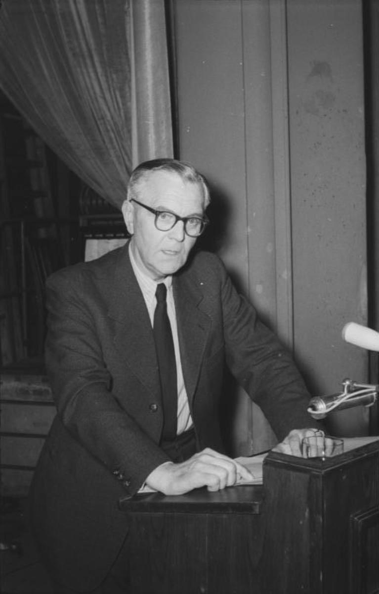 Paulus after the Second World War at a press conference in East Berlin 1954.