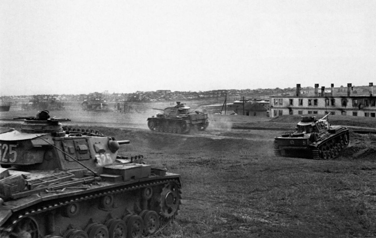 German Mark III tanks moving into Stalingrad September 1942,