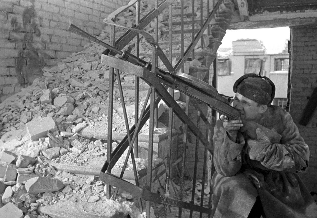 Soviet machine gunner Stalingrad.