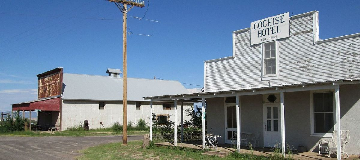 The Cochose Hotel and the Cochise Country Store - By The Old Pueblo (Own work) [CC BY-SA 4.0 (http://creativecommons.org/licenses/by-sa/4.0)], via Wikimedia Commons