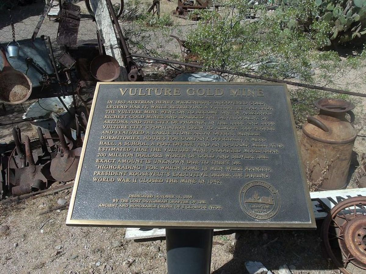 Vulture Gold Mine Marker - Marine 69-71 at English Wikipedia [Public domain, CC BY-SA 3.0 (http://creativecommons.org/licenses/by-sa/3.0) or GFDL (http://www.gnu.org/copyleft/fdl.html)], via Wikimedia Commons