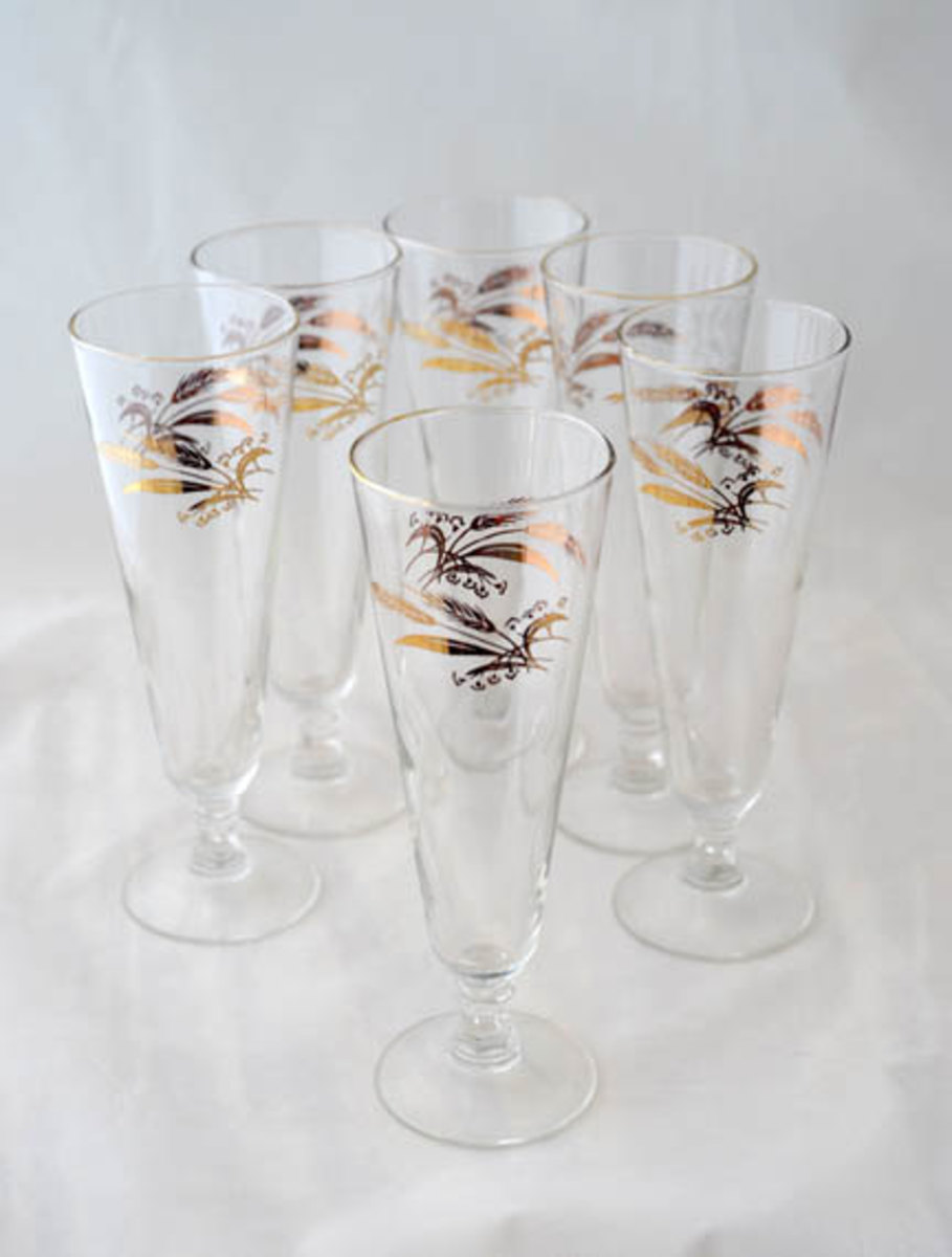 Charming and very elegant this set of six pilsner glasses goes with the Lifetime China Co. Prairie Gold pattern. They measure 8 1/4 inches tall and features a beautiful 24K gold design of wheat on clear crystal glass surface.
