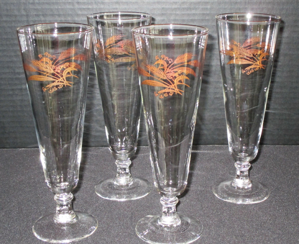 """Here are four vintage Lifetime Prairie Gold Wheat """"BEER"""" pilsners goblets glasses. These goblets are 8-1/4"""" tall x 23/4"""" at the rim."""
