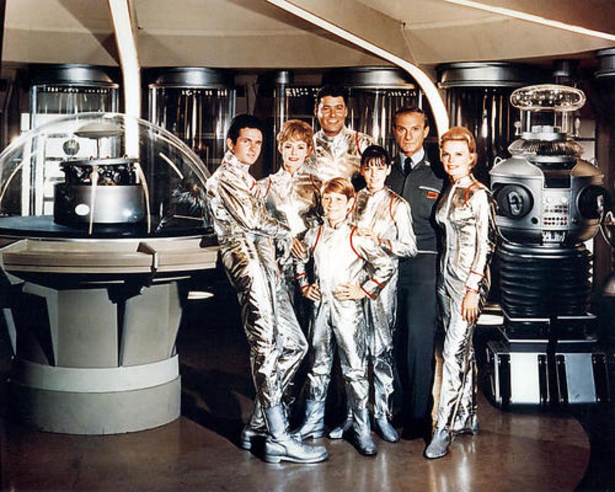 Major Don West, Maureen Robinson, Professor John Robinson,  Dr. Zachary Smith, Judy Robinson, the Robot,  Penny Robinson, Will Robinson