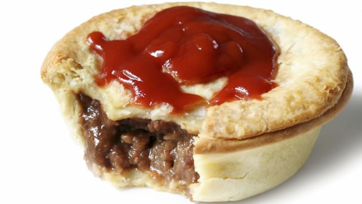 Meat pie and tomato sauce (ketchup)