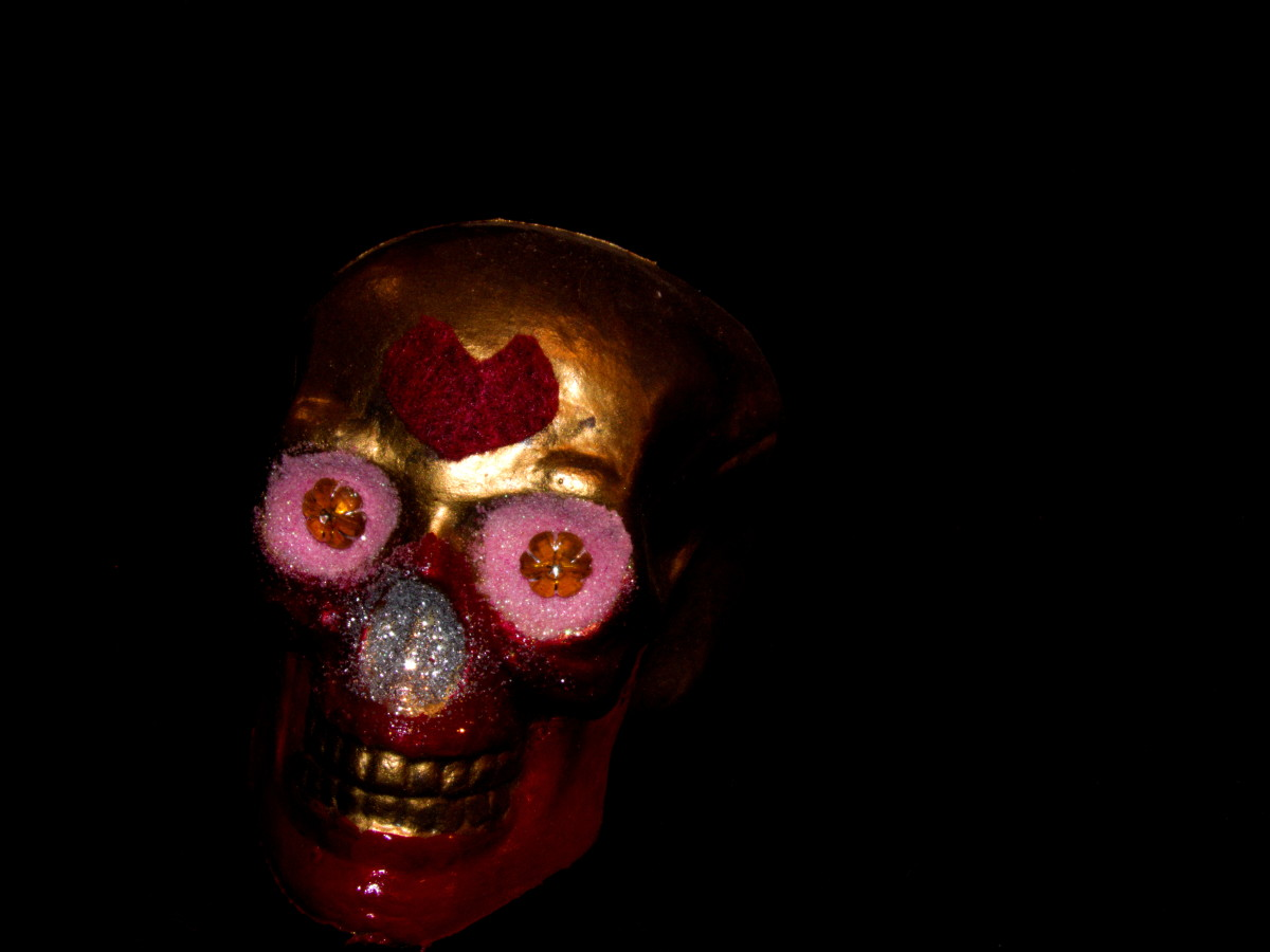 Although hearts aren't her usual icon mine enjoys them. I also gave this golden skull a red maw to honor her feral nature.