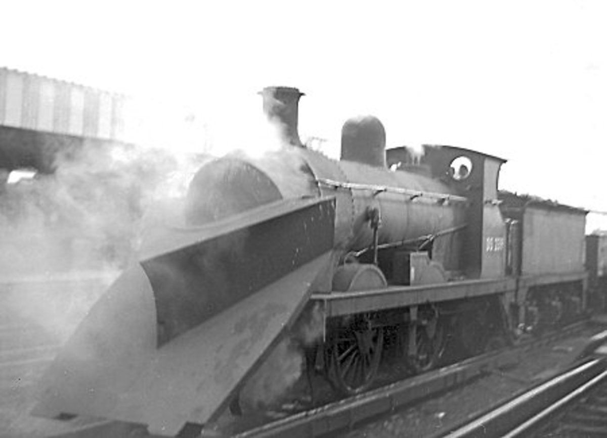 Southern Railway Wainwright 0-6-0 sports a hefty plough here - even in the gentler southern shires winter could strike hard, especially in eastern Kent