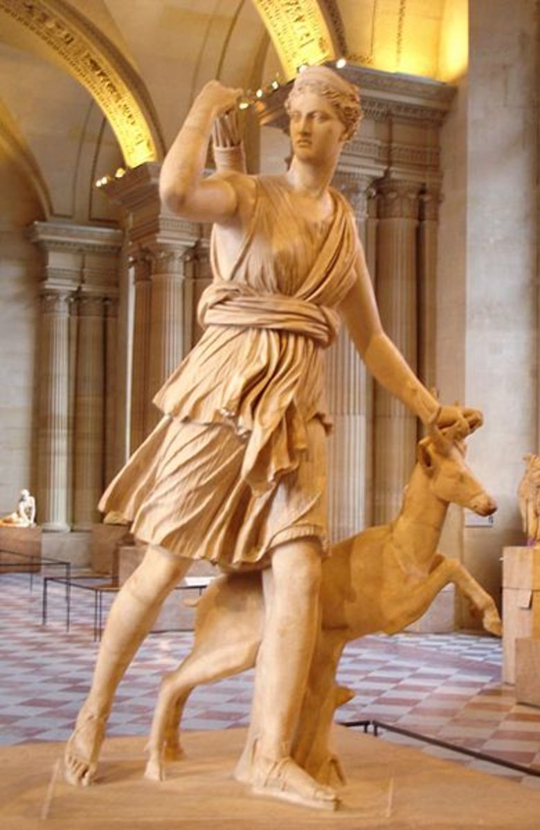 "Artemis and a small hind - ""Diana of Versailles"". Marble, Roman artwork, Imperial Era (1st-2nd centuries CE). Found in Italy. - Marie-Lan Nguyen - Released into PD"