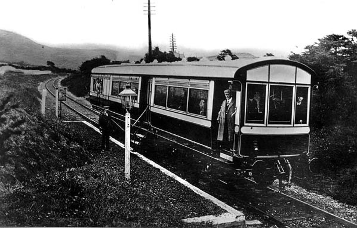LNWR Railmotor at Rhuddlan Road, Wales, 1905, similar to the NER's autocar of two years earlier