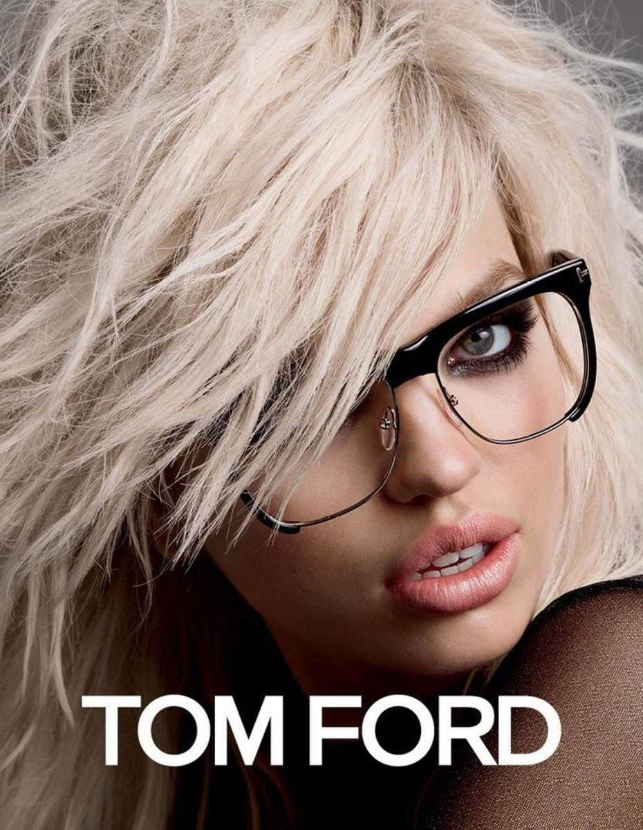 This Tom Ford Reading glasses for women is just too good
