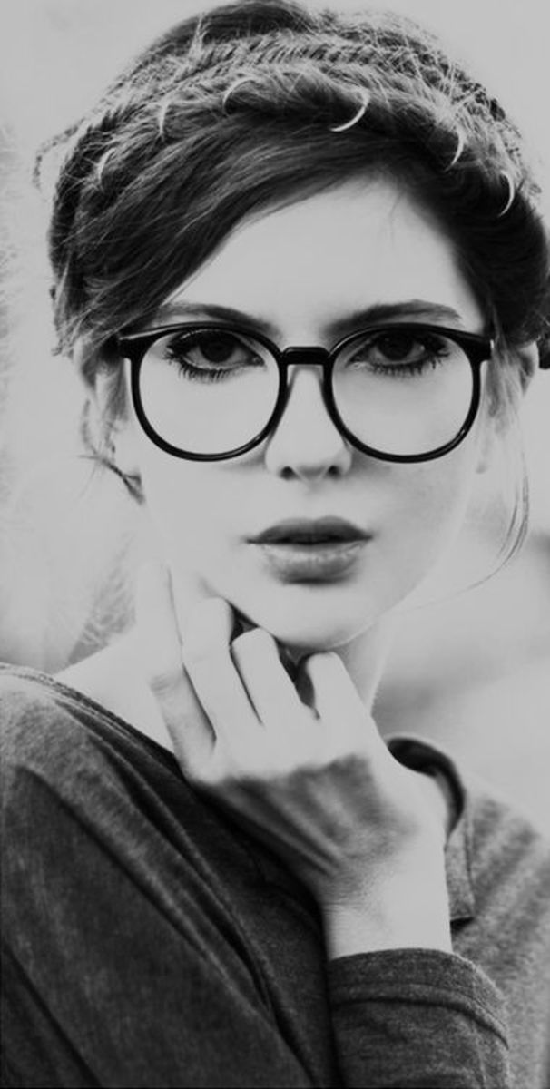 How To Look Sexy In Glasses And Clearing Out