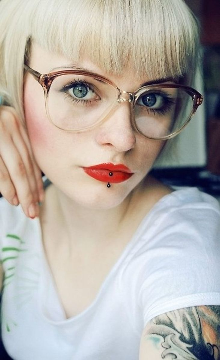 This pair of glasses frames her gorgeous eyes beautifully making her eyes pop and stand out in reading glasses.