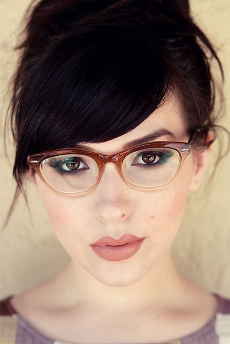 Picture of woman wearing gradient brown  framed glasses