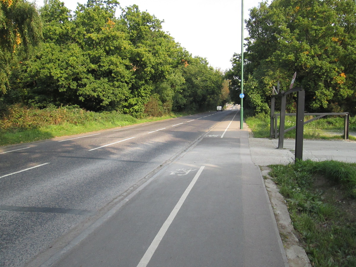 Snaresbr0ok Road across the north of the area links Hollybush Hill at Eagle Pond (near Snarebrook Crown Court) with Woodford New Road/Lea Bridge Road on the north-western edge