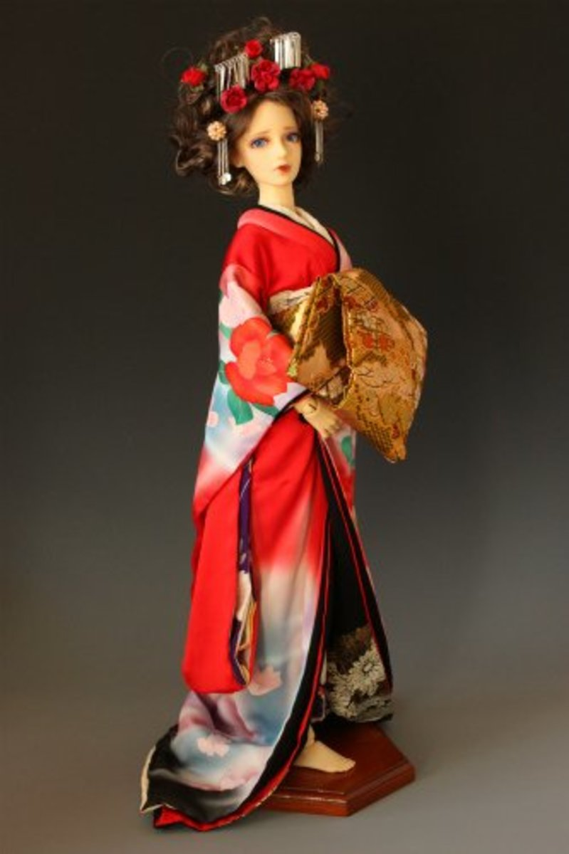 """This doll shows the kimono of the """"oiran"""" or courtesan, of the Edo period. During this time, prostitution was legal, but heavily regulated, with prostitutes being confined to certain districts known as the """"pleasure quarters""""."""