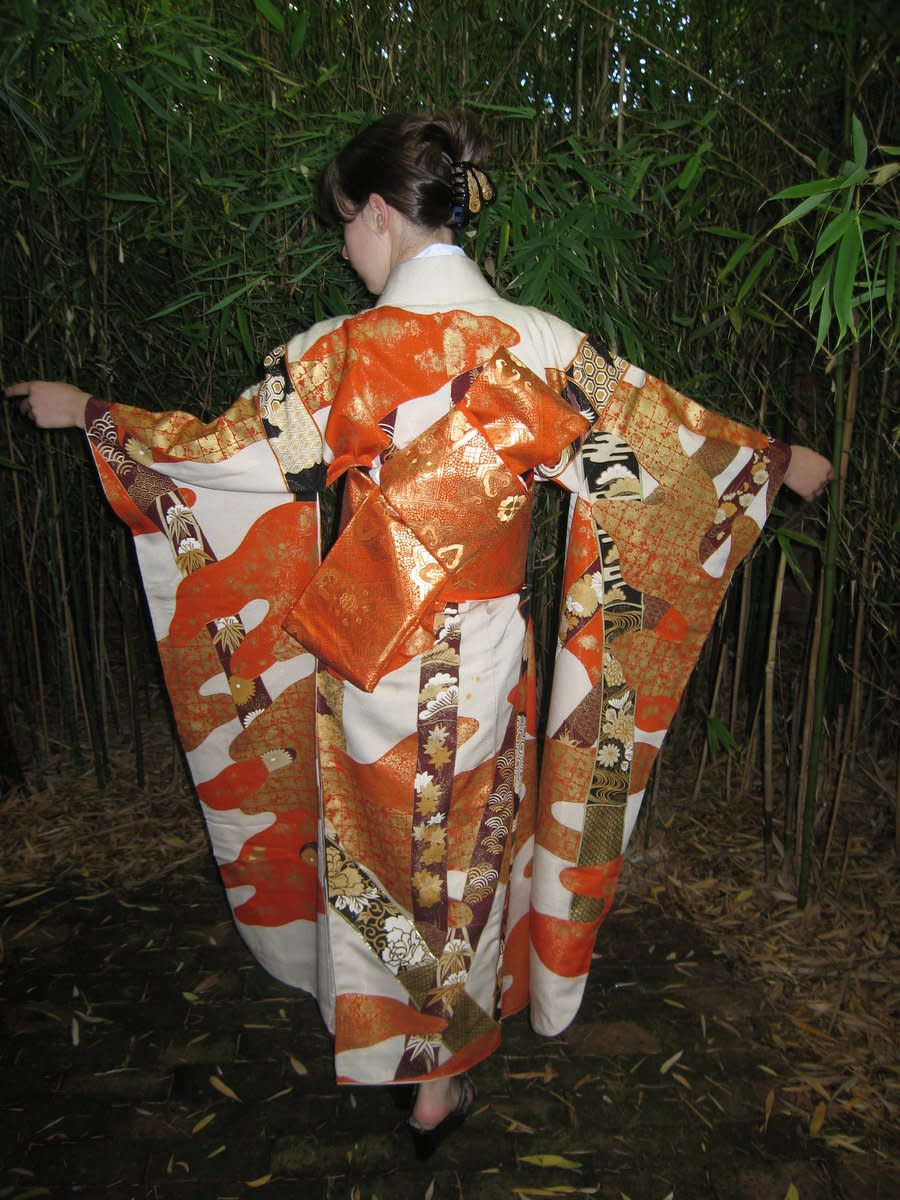 A furisode kimono with long sleeves is the most formal kind of kimono for unmarried women, or women under the age of 20.