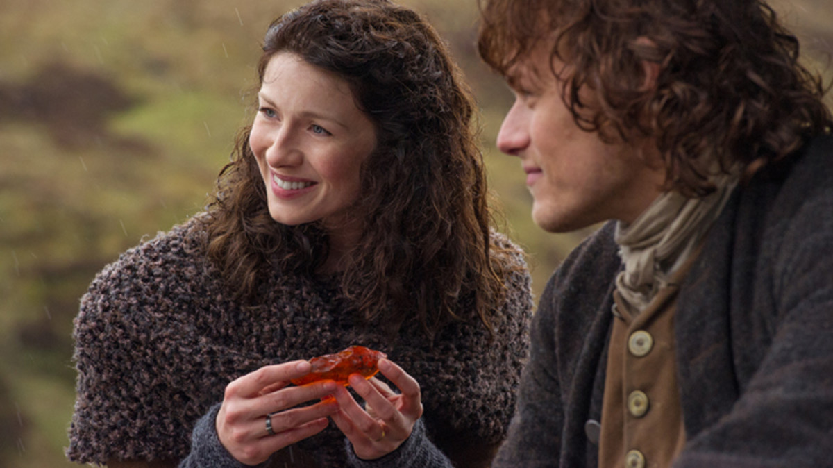 Claire is given the Dragofly in Amber! #Outlander