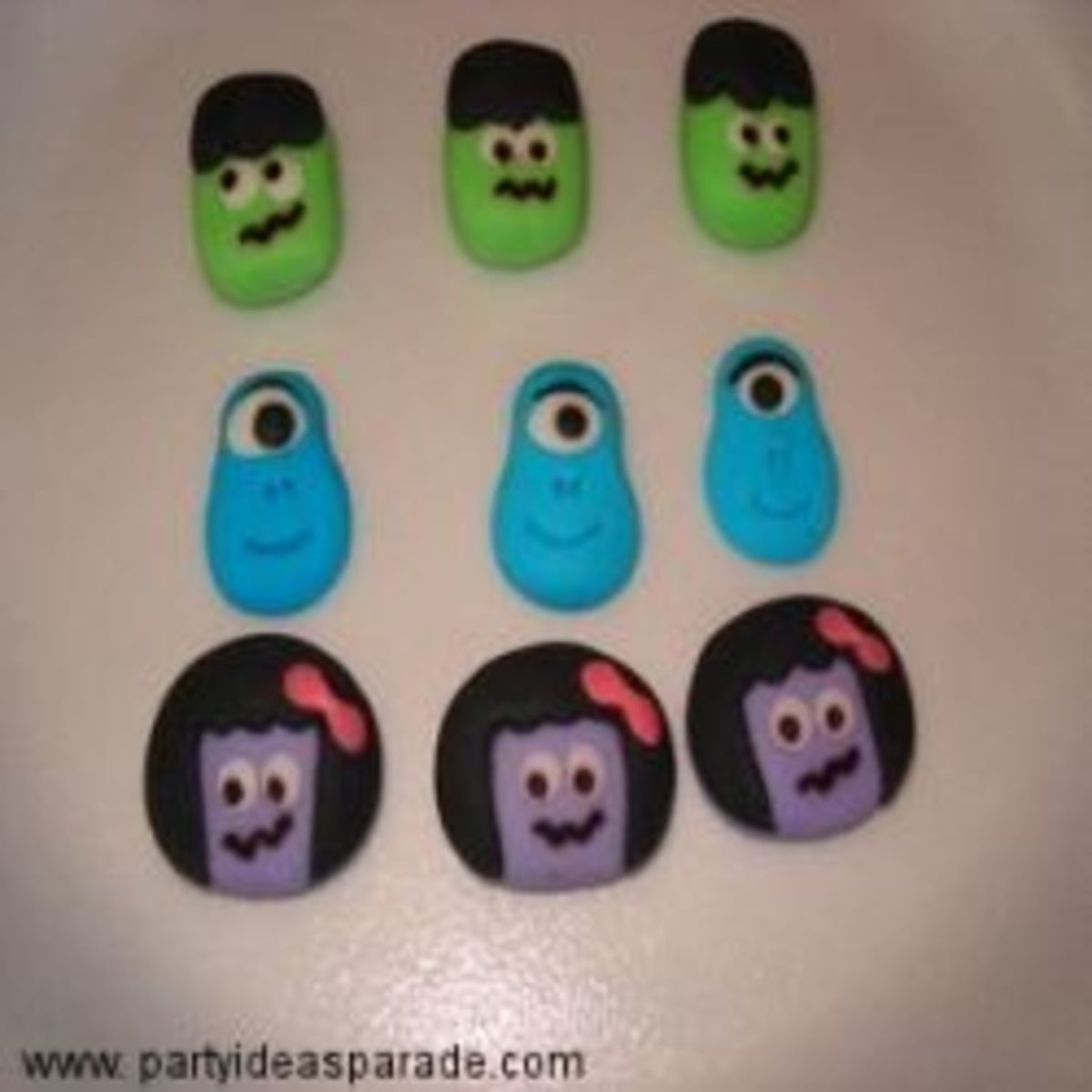 These sugar decorations work on both cupcakes and cookies.  They are very Halloweeny - don't you think?