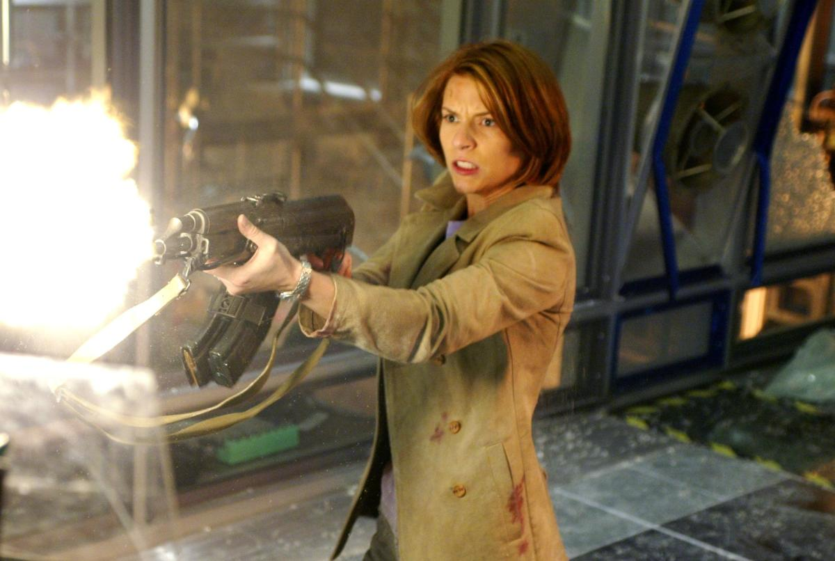 Danes is also a poor substitute for Linda Hamilton's Sarah Conner