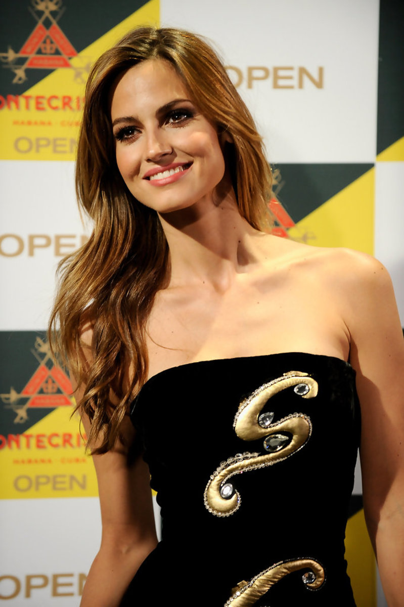 ariadne-artiles-one-of-the-most-beautiful-spanish-fashion-models