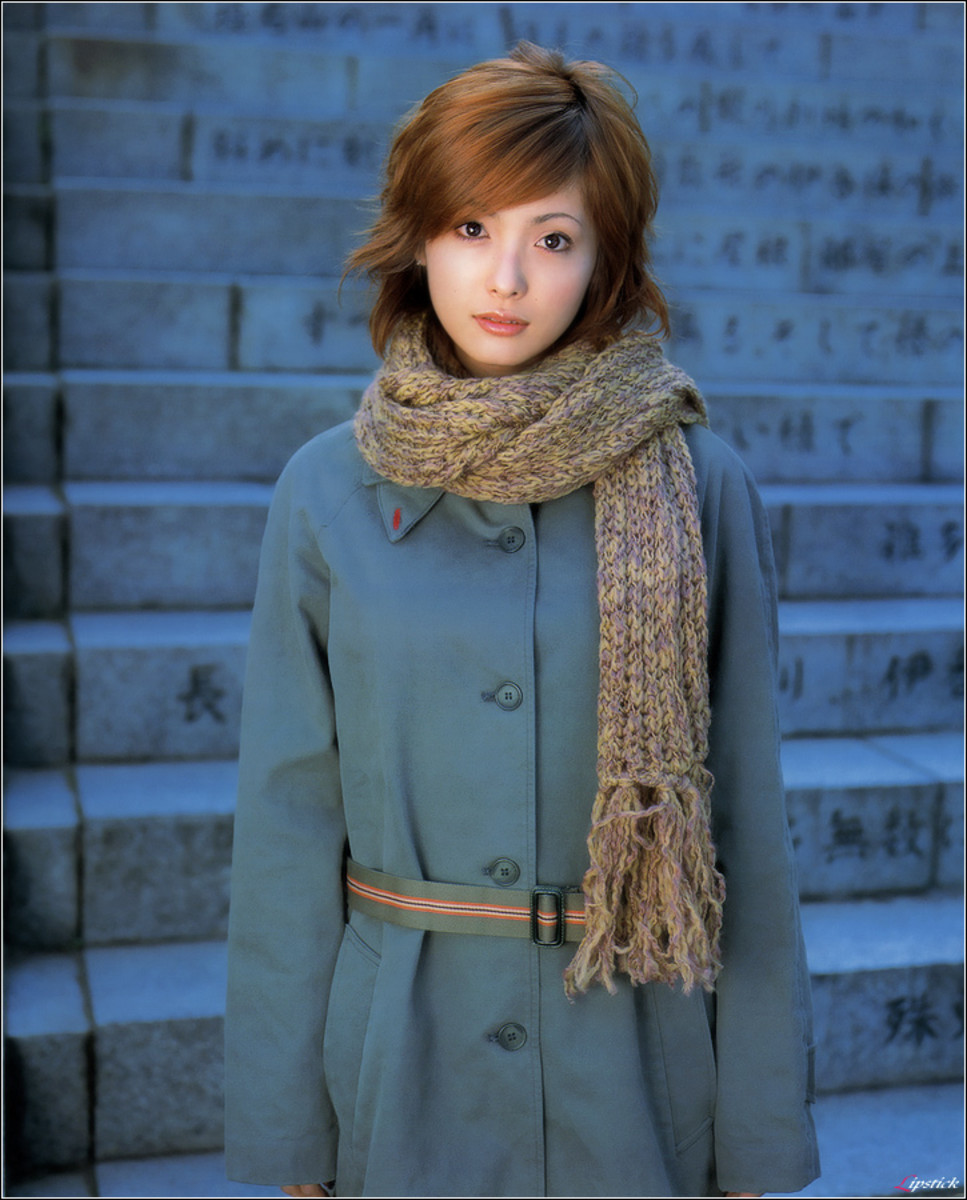 Movie actress and bikini model Aya Hirayama is showing a much different look in this photo as she is all dressed up in a thick winter coat with a scarf around her neck.