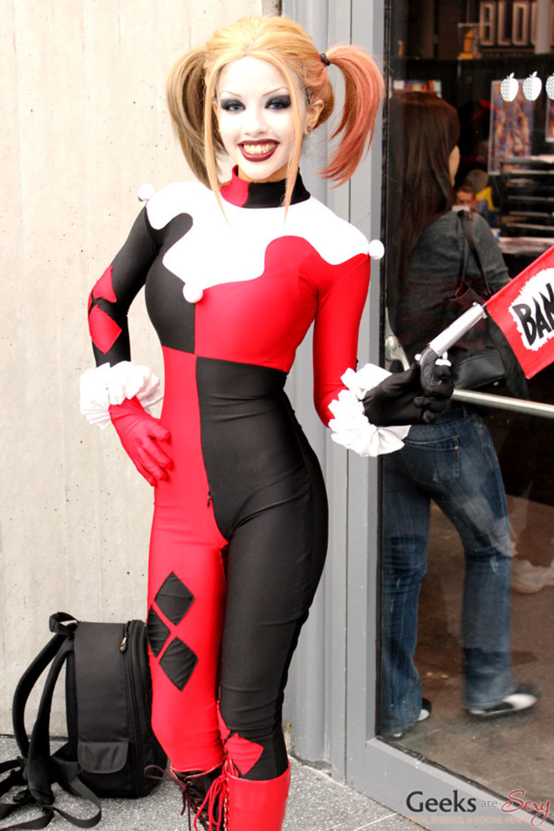 Make your own harley quinn costume diy halloween costume ideas cosplay harley quinn comic con costume pictures click thumbnail to view full size solutioingenieria Image collections