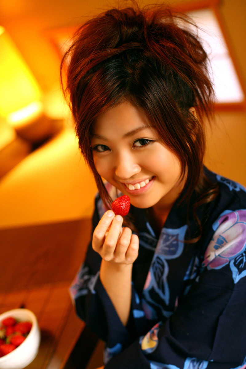 japanese-supermodels-kana-tsugihara-and-azusa-yamamoto-who-is-prettier