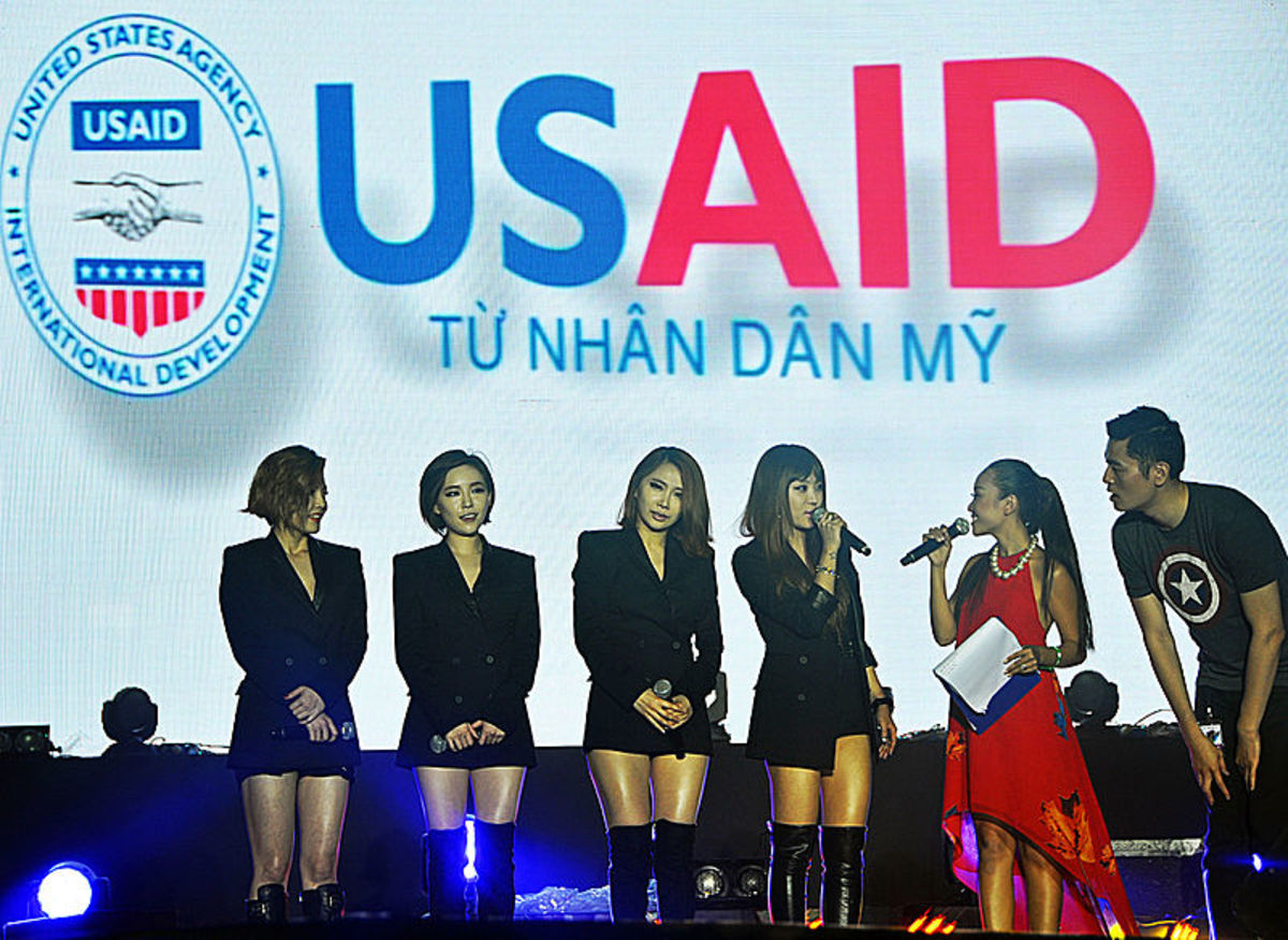 Brown-Eyed Girls give an MTV concert in an effort to raise funds as well as awareness to end human trafficking.