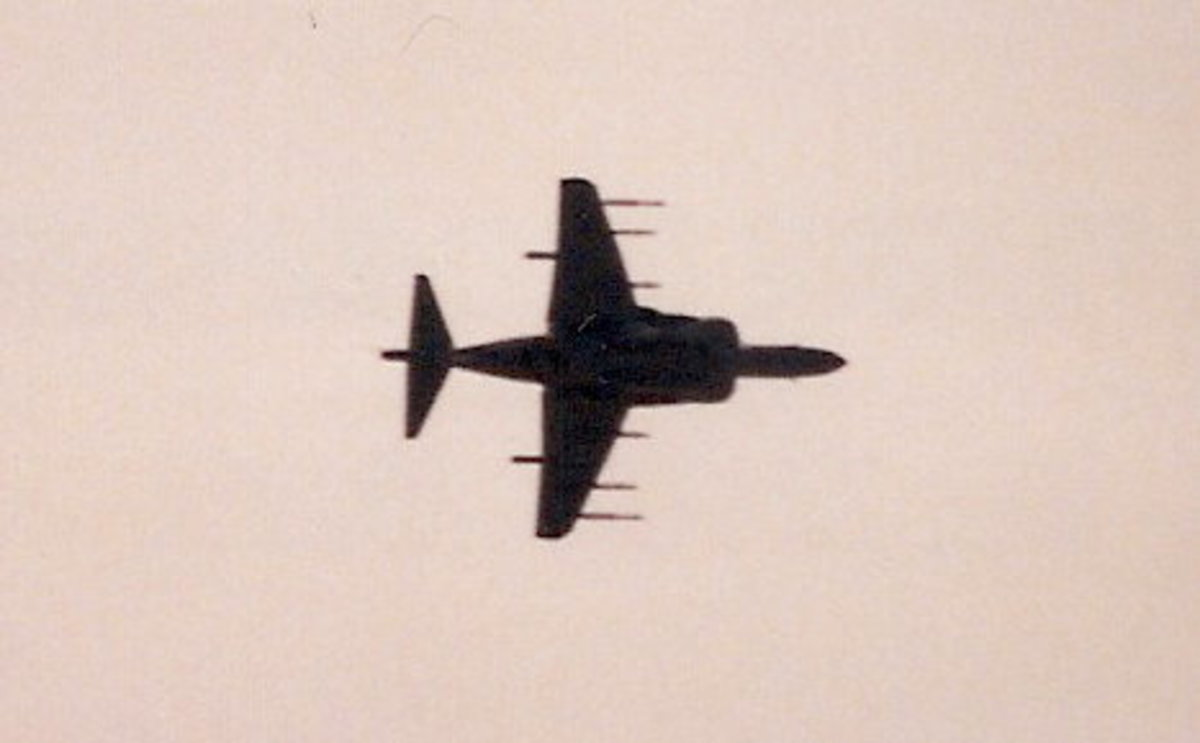 Underside view of a USMC AV-8B at the Andrews AFB Joint Service Open House, May 1998.