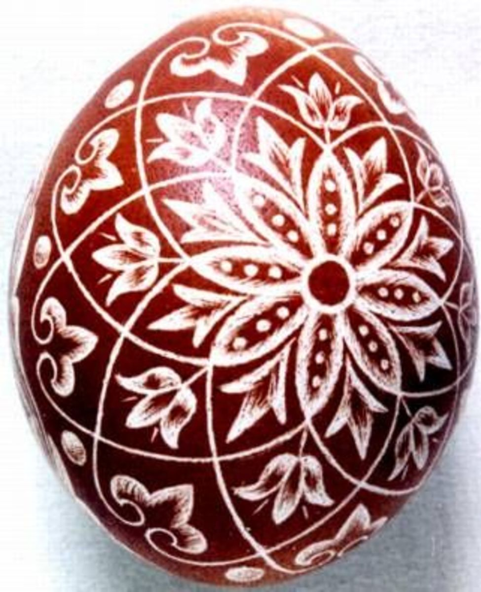 The Scratch-carved egg, dyed with onion skin, was decorated by Emese Kerkay ; photo: Kerkay Laszlo