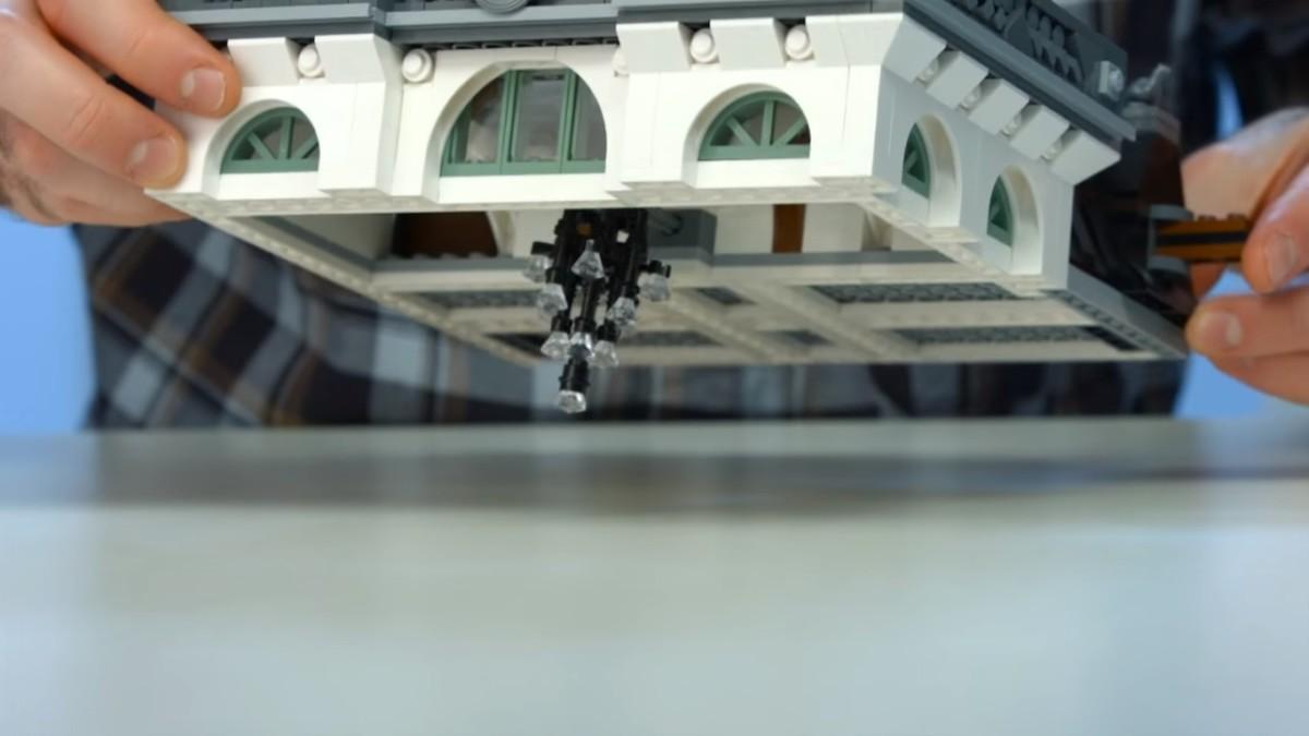 LEGO Creator Brick Bank Modular Building | The chandelier below the roof.
