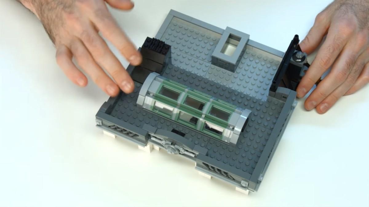 LEGO Creator Brick Bank Modular Building | The roof.