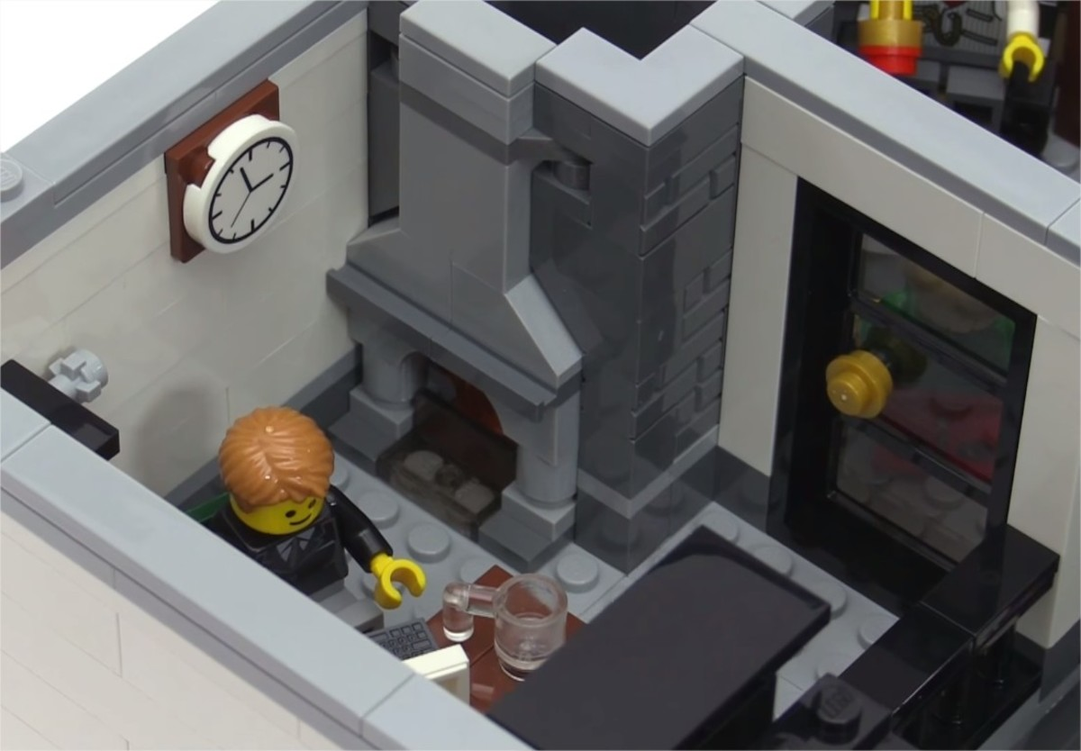LEGO Creator Brick Bank Modular Building | The second floor. The secretary's desk.