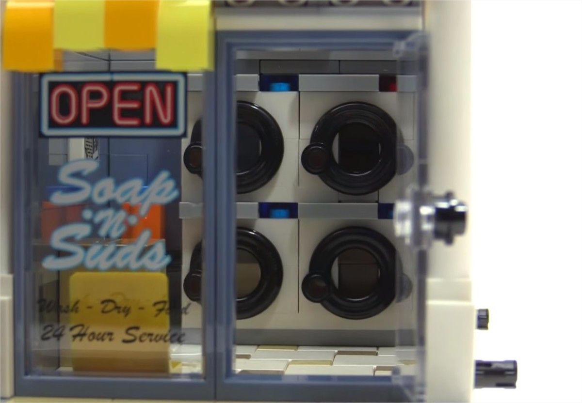 LEGO Creator Brick Bank Modular Building | Windows on both the laundromat and the bank have the printed elements!