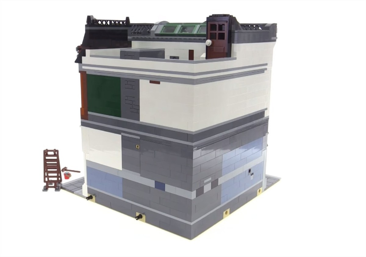 LEGO Creator Brick Bank Modular Building | Brick Bank is the fourth corner model in the whole series! Corner buildings aren't great to see from the sides: walls are supposed to be hidden by the other buildings.
