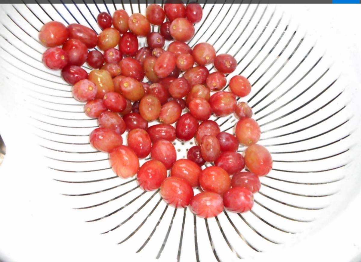 wash grapes