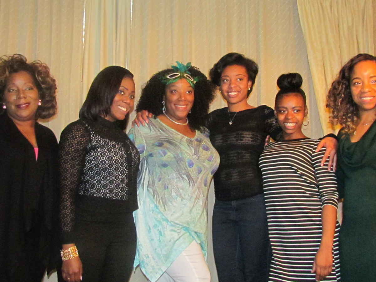 Chante, poses with her cousins, KaShia, Lynetta, Taylor, Kasha, Wanisha and Jaleesa.