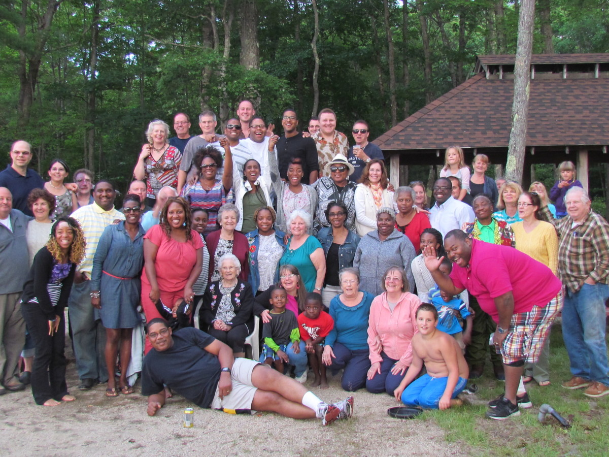 Brothers and sisters gather together for a final photo before their departure from the cookout.